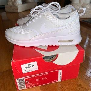 White Nike Air Max Thea